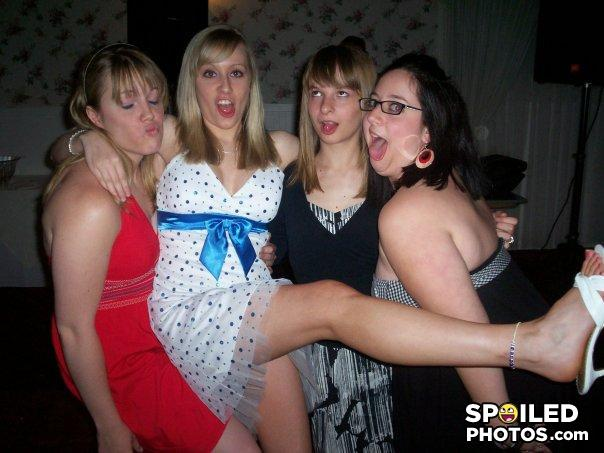 hot girls doing pis